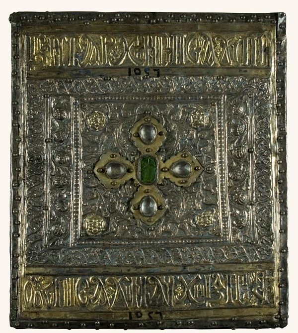 A jewelled casket covered in gold and silver, covered with dense patterns. At the top and bottom Coptic text is visible on two gold bands.