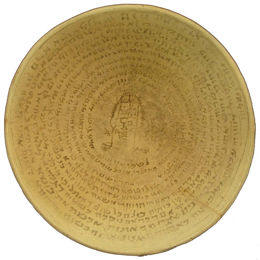 A clay bowl viewed from the top. Aramaic script is written inside it in a spiral from outside to inside, and in the middle a simple human-shaped figure is drawn with lines.